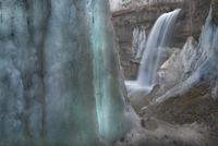 早春の滝と氷