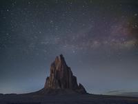 夜の岩石層