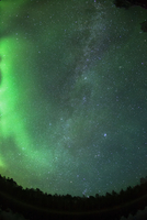 オーロラと天の川 01543049298| 写真素材・ストックフォト・画像・イラスト素材|アマナイメージズ
