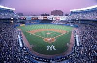 ナイトゲーム中のヤンキースタジアム ニューヨーク アメリカ