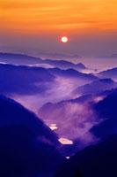 日の出の山並み