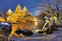 雪の兼六園徽軫灯籠ライトアップ