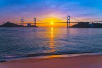 来島海峡大橋と夕日