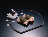桜餅 01651016046| 写真素材・ストックフォト・画像・イラスト素材|アマナイメージズ