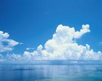 海と夏雲 宮古島 沖縄県 01673002319| 写真素材・ストックフォト・画像・イラスト素材|アマナイメージズ