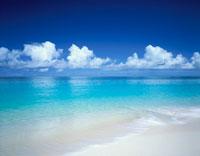 白砂の宮古島の海岸 沖縄県