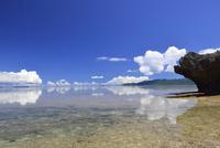凪の海 01673091777| 写真素材・ストックフォト・画像・イラスト素材|アマナイメージズ