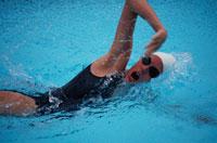 泳ぐ人 01676004524  写真素材・ストックフォト・画像・イラスト素材 アマナイメージズ