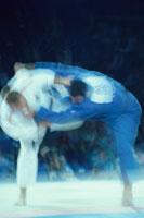 柔道をする2人の男性選手 9月