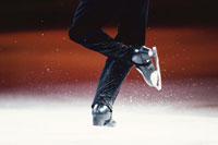 フィギアスケートの人物の足