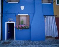 ブラノ島の青壁の家 ベネチア イタリア 01702090140  写真素材・ストックフォト・画像・イラスト素材 アマナイメージズ