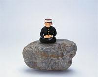 石の上の学生(オリジナル手作り人形)