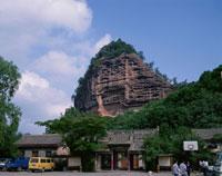 麦積山石窟全景  天水 甘粛省 中国