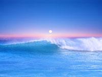 波と朝日 01769000150  写真素材・ストックフォト・画像・イラスト素材 アマナイメージズ