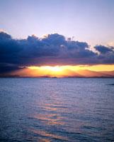 夕暮れの海 01782010441| 写真素材・ストックフォト・画像・イラスト素材|アマナイメージズ