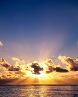 朝焼けの海 01782010445| 写真素材・ストックフォト・画像・イラスト素材|アマナイメージズ