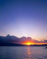 夕暮れの海 01782010450| 写真素材・ストックフォト・画像・イラスト素材|アマナイメージズ