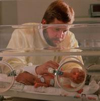 未熟児 01809004206| 写真素材・ストックフォト・画像・イラスト素材|アマナイメージズ