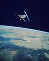 軌道上の人工衛星 01809004846  写真素材・ストックフォト・画像・イラスト素材 アマナイメージズ