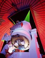 スターファイアー望遠鏡とレーザー光線(ニューメキシコ)