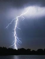 Lightning bolt 01809025349| 写真素材・ストックフォト・画像・イラスト素材|アマナイメージズ