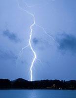 Lightning bolt 01809025350| 写真素材・ストックフォト・画像・イラスト素材|アマナイメージズ