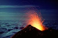 Mount Etna volcano erupting 01809025628| 写真素材・ストックフォト・画像・イラスト素材|アマナイメージズ