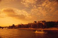 夕焼けのセーヌ川 パリ フランス