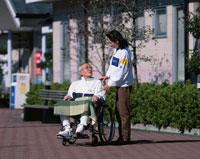 車椅子の日本人の老人男性と介護する日本人女性 川崎市