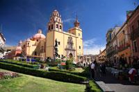ラパス広場とバシリカ 01844011029| 写真素材・ストックフォト・画像・イラスト素材|アマナイメージズ