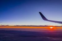 機中より夕日