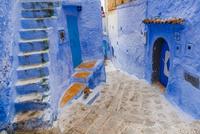 階段と路地 01881421303| 写真素材・ストックフォト・画像・イラスト素材|アマナイメージズ