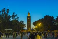 夜のジャマ・エル・フナ広場