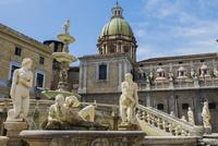 プレトーリア広場の噴水と彫刻群