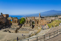 ギリシャ劇場とエトナ山
