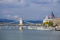 くさり橋とドナウ川