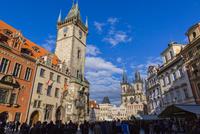 旧市庁舎とティ−ン教会 01881426164| 写真素材・ストックフォト・画像・イラスト素材|アマナイメージズ