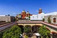 カルメン教会とメキシカンスタイルの家