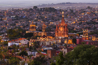 街並み,俯瞰,夕景(展望台から撮影) 01888612065| 写真素材・ストックフォト・画像・イラスト素材|アマナイメージズ