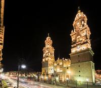 カテドラルとマデロ通り,夜景