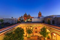 カルメン教会とメキシカンスタイルの家 01888612112| 写真素材・ストックフォト・画像・イラスト素材|アマナイメージズ
