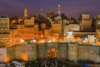 イエメン門(バーバルヤマン)とサナア旧市街/俯瞰/夜景 01888612292| 写真素材・ストックフォト・画像・イラスト素材|アマナイメージズ