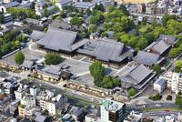 本願寺(西本願寺) 空撮 01888612401| 写真素材・ストックフォト・画像・イラスト素材|アマナイメージズ