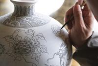 景徳鎮陶磁歴史文化博覧区/手工作坊 01888614122  写真素材・ストックフォト・画像・イラスト素材 アマナイメージズ