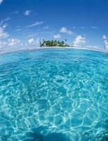 トラック諸島の海と島 魚眼 ミクロネシア
