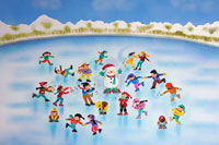 スケートをする子供たち 01950027772| 写真素材・ストックフォト・画像・イラスト素材|アマナイメージズ