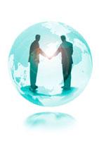 地球と握手する人物の光のイメージ CG