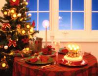 クリスマスのテーブル 02022000239| 写真素材・ストックフォト・画像・イラスト素材|アマナイメージズ
