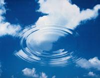 雲と波紋 02022030596| 写真素材・ストックフォト・画像・イラスト素材|アマナイメージズ