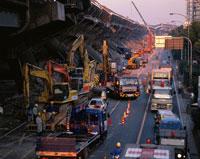 阪神大震災被災地の阪神高速 02022030692| 写真素材・ストックフォト・画像・イラスト素材|アマナイメージズ